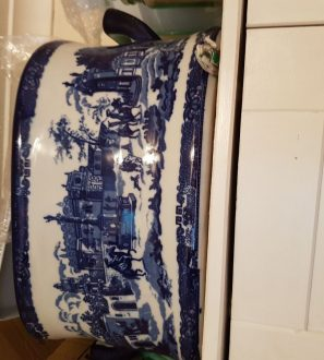 Antiques Online 1528138228094375162004-297x330 Blue and white footbath