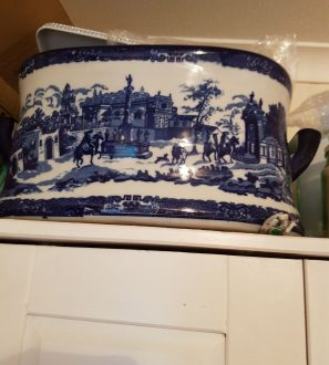 Antiques Online 1528138228094375162004-e1529690814893-297x330 Blue and white footbath